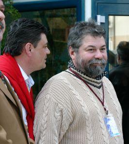 Lui Sergiu Dumitrescu, alias Bolovanu' Popii, vor unii să-i radă barba