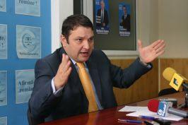 Bogdan Ciucă atins şi el de sindromul desecretizării contractului vînzării combinatului