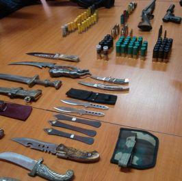 Poliţia a găsit la Daniel Dediu acasă arme cît pentru două găşti de cartier