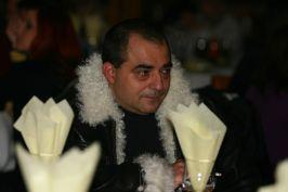 Pituş îmbrăcat ca o cocotă politică