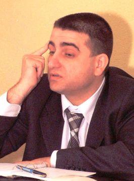 Petrică Herăscu are degetul pus la tîmplă