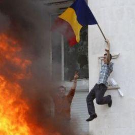 Români bine intenţionaţi, care s-au convins între timp că revoluţiile sînt bune, cu condiţia să nu iei parte la ele