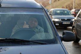 Nenea e şofer pe o maşină a Primăriei