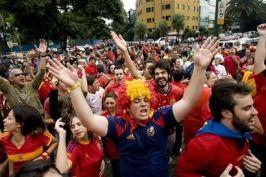 Spania a cîștigat cupa mondială, iar ibericii au intrat într-o prelungită fiesta
