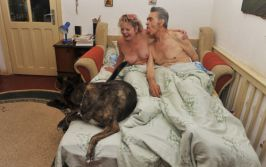 Iurie Darie, libidinos pe lîngă soția lui cu țîțele lăsate