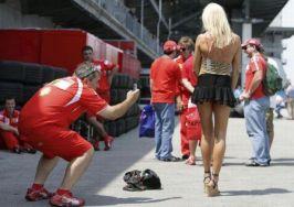 Țăran cu celular la Formula 1