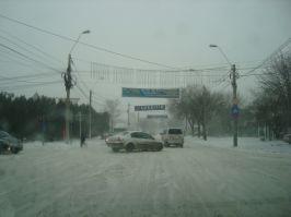 Mincinoșilor, în Galați se circulă acum ca-n luna august. Zăpada e băgată la mișto, în Photoshop