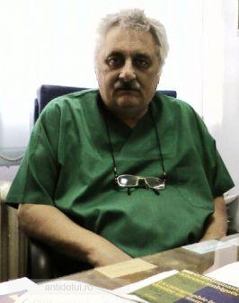 Nicolae Bacalbașa este doctor, dar cîți sînt atît de nebuni să confirme acest lucru?