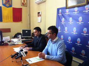 Radu Oprea şi Nicuşor Ciumacenco făcîndu-şi imagine pe cîrca lui Bute