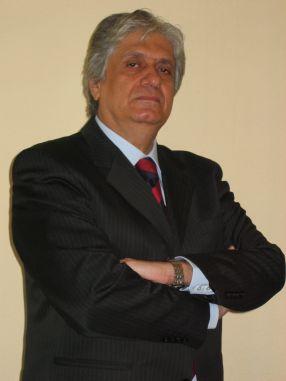 Mihai Turcu - obișnuit să stea cu mîinile în sîni