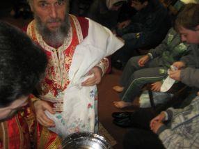 Arhiepiscopul Casian ar face bine să își deschidă o spălătorie de picioare, dacă tot e atît de ahtiat după bani