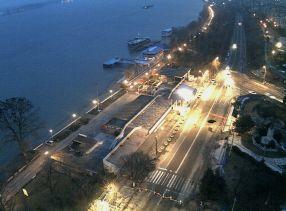 Faleza din Galați, văzută din hotelul Vega, hotel care în curînd va face pluta pe Dunăre