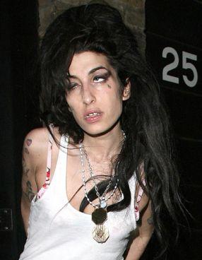 La 27 de ani, Amy Winehouse a murit de bătrînețe
