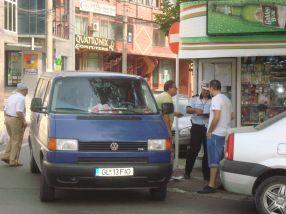 Șoferul prins astăzi că a parcat aiurea pe str. Bălcescu în timp ce Gâscă asista de demolarea pizzeriei da-Isi