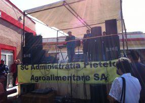 Formația Azur din Brăila, cu același Nelu Vlad la microfon, a venit la întins mîna în Galați