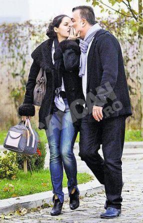 Adrian Enache, pozat cu amanta la ieșirea din hotel