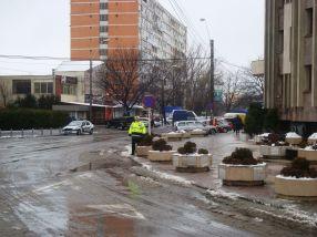 Avocații și judecătorii și-au mutat imediat mașinile parcate în fața Palatului de Justiție
