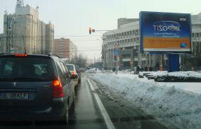 Prima bandă de pe b-dul G. Coșbuc era și astăzi acoperită de zăpadă