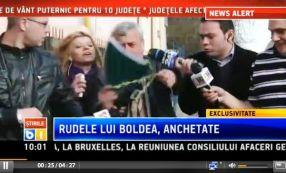 Tatăl lui Boldea, încercuit de ziariști, la intrarea în sediul DIICOT Galați