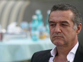 Gigi Becali a venit cu o valiză de euro la Galați și a plecat mulțumit cu trei puncte obținute în meciul cu Oțelul
