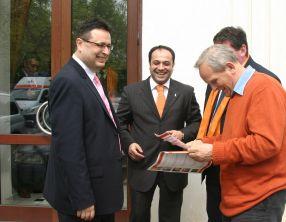 Constantin Dumitriu (în centru), pe vremea cînd era la PDL Galați, alături de Marius Necula și Theodor Stolojan