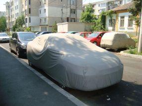 Incredibil, cineva are timp să pună și să scoată husa de pe mașina proprie și personală