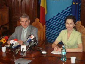 Prefectul Bocăneanu, alături de consiliera lui de nădejde, Petrica Pațilea