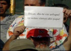 PSD-iștii caută flămînzi cu plămînii bine dezvoltați, ca să strige lozinci anti-Băsescu, în Piața Universității