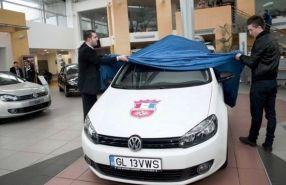 Râpă (dreapta), în urmă cu doi ani, cînd s-a umectat în fața unui Volkswagen Golf 6
