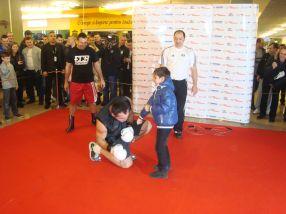 Christian Hammer Ciocan a glumit un pic cu puștii aflați pe marginea ringului