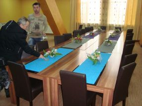Sala de mese unde vor mînca sportivii de la Dunărea a ținut loc astăzi de sală de conferințe