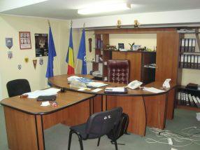 Directorul Eduard Grosu, de la ADP, și-a tras jilț papal în biroul său