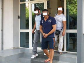 Relu Profesoru, primul cadru didactic din Brăila arestat în șlapi de culoare roșie
