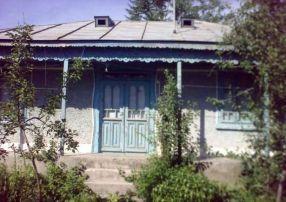 Casele țărănești din comuna Slobozia Conachi se cutremură de le cade varul de pe pereți