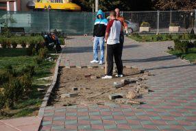 Parcul de la Elice intră în reparații. Groapa rămîne în fezandare