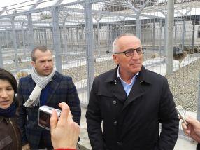 Evident, primarul Stan și directorul Pucheanu (stînga, cu fular la gît) au zis de bine despre noul padoc