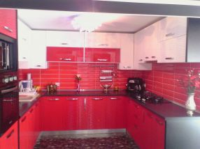 Așa arată bucătăria complet utilată