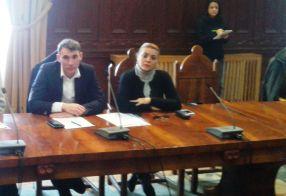 Directorul Ștefan Vasile, alături de o blondă de la DSV Galați, ieri la prefectură