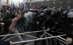 Scene de la revoluția din țara bananieră Ucraina, februarie 2014