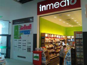 Spațiul Crama Murfatlar din Shopping City Galați se afla chiar lîngă standul de ziare Inmedio