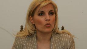 Lăsați-o pe Elena Udrea să se pregătească pentru turul II