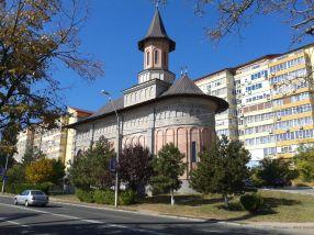 Biserica lui Casian de pe faleză se ține bine pe picioare