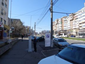 Parcarea publică din Mazepa 1 a fost transformată în parcare privată, taxată de primărie