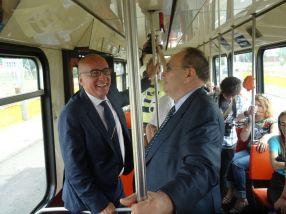 26 iunie 2015: primarul Marius Stan în tramvai, alături de mai vechiul său prieten Ionel Borș, de la ArcelorMittal Galați