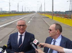 Primarul Stan, cu spatele la Viaduct