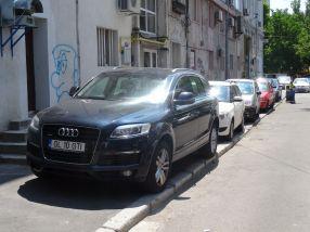Tancul Audi Q7 al fostului viceprimar Mircea Răzvan Cristea, actualmente patron de bar