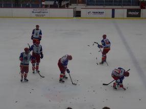 La final, spectatorii au aruncat cu bomboane pe gheață