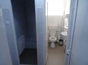 Așa arată cabinele de baie renovate, la Baia Comunală din Galați