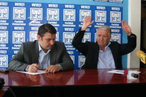 Eugen Durbacă (dreapta) l-a cărat după el și pe deputatul Bogdan Ciucă, la negocierile din sediul PSD