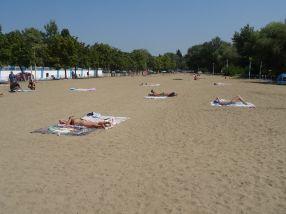 Duminică la prînz, la o zi după inaugurare, la Plaja Dunărea erau cel mult 150 de gălățeni